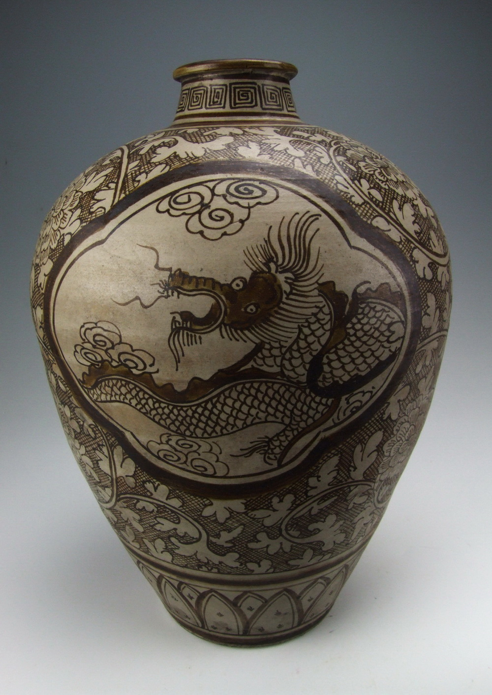 Rare Song Dynasty Jizhou Ware Porcelain Vase With Dragon Deco