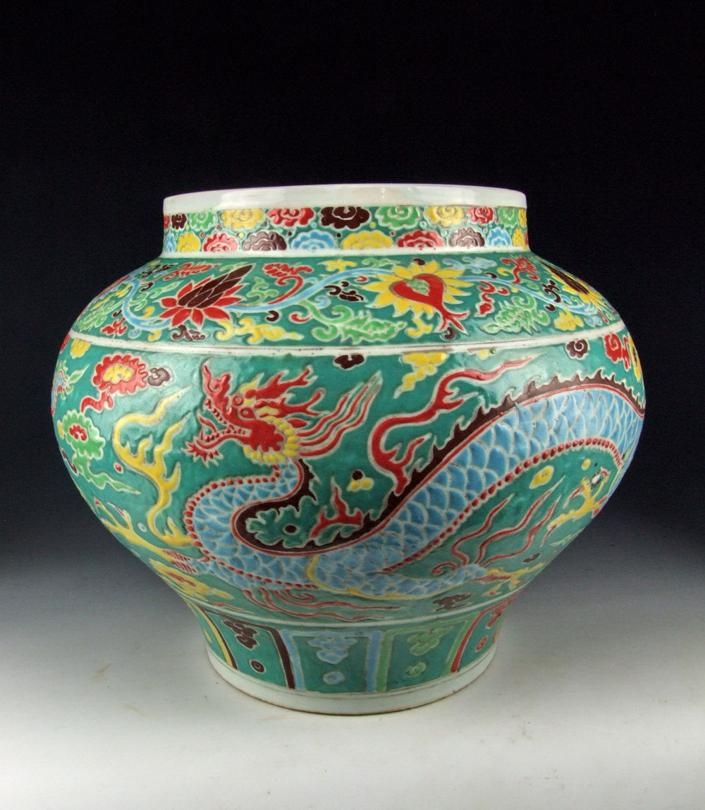 QING DYNASTY FIVE-COLORED PORCELAIN POT WITH DRAGON ...